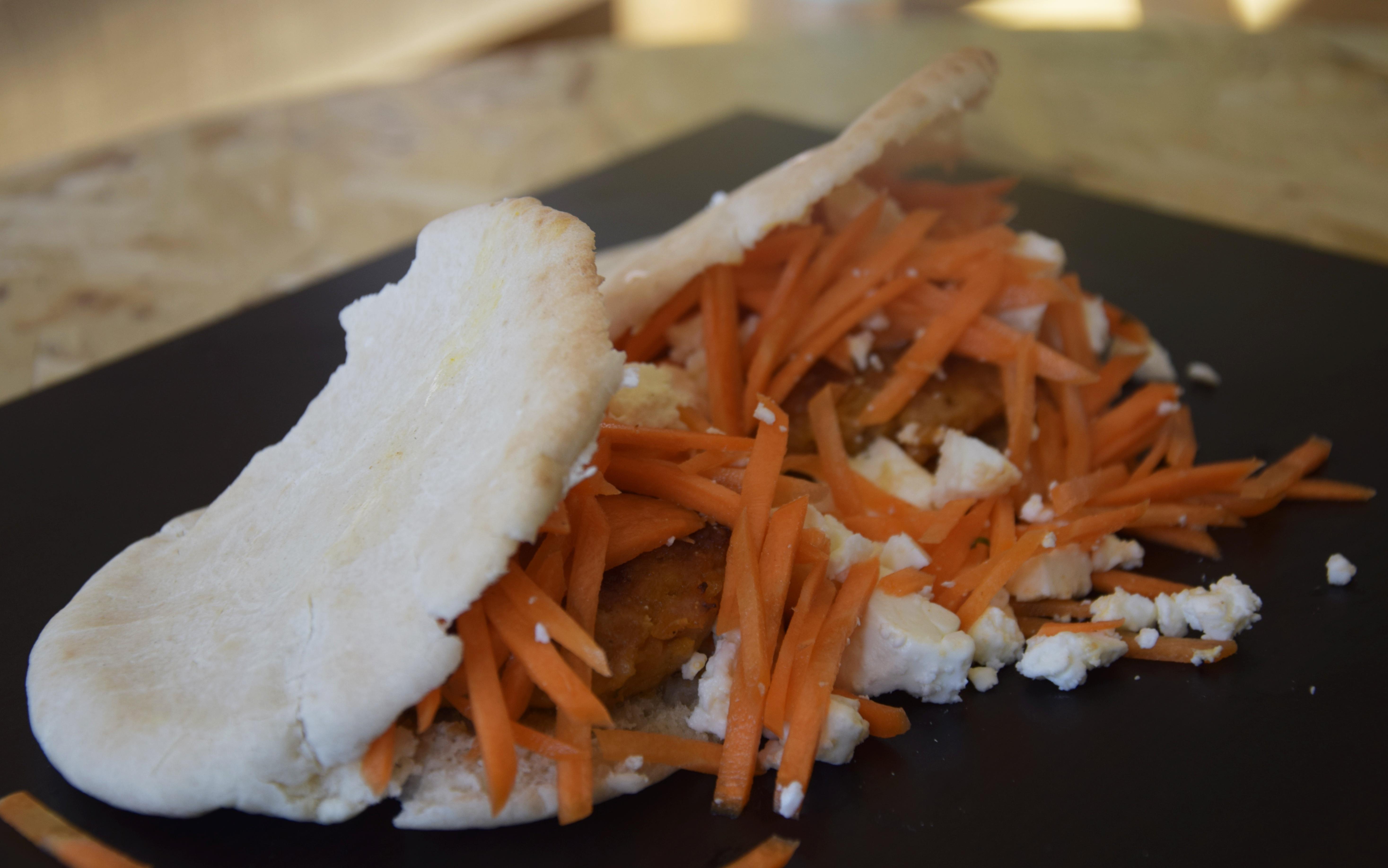 Marokko | Kippenburgers met feta en wortelsla