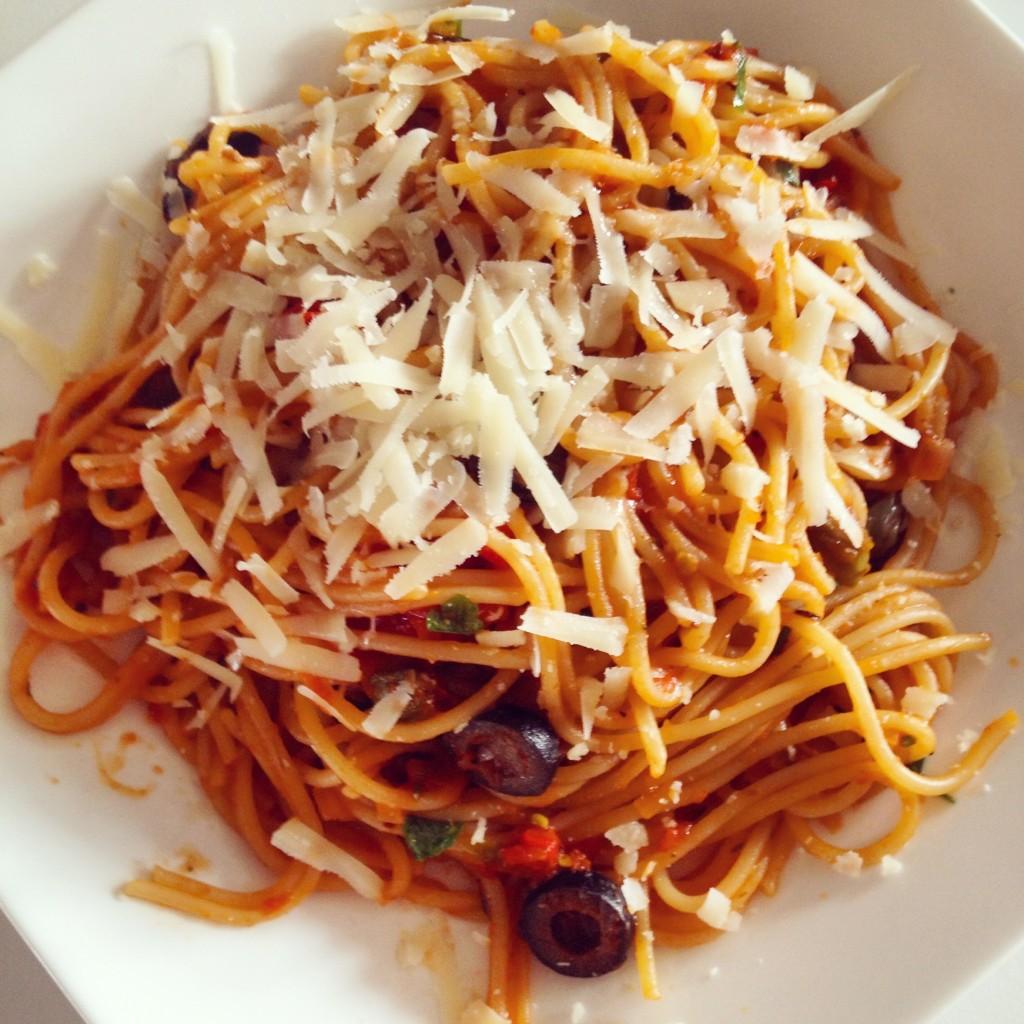 Spaghetti puttanesca italië pasta