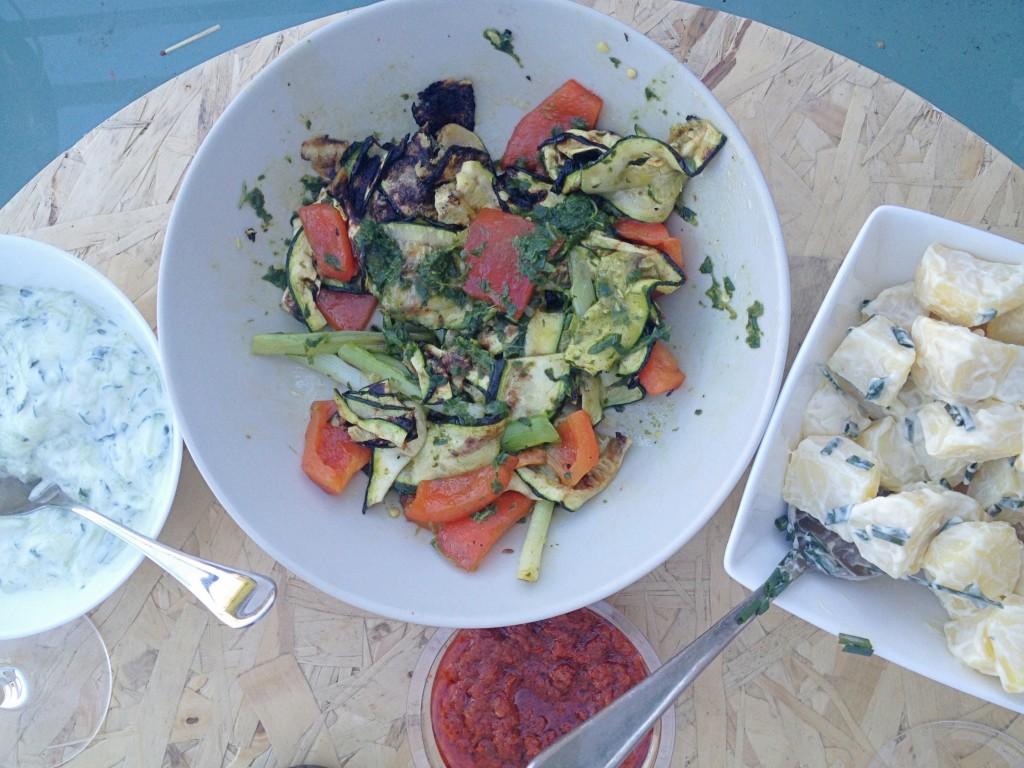 Gegrilde BBQ groenten basilicum olie