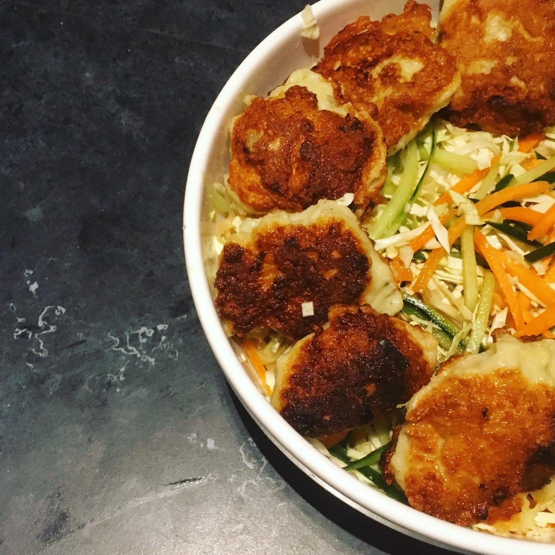 Thaise fishcakes met komkommmerdressing